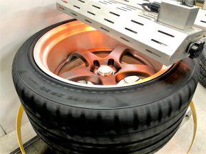 タイヤプリント施工中カーボンヒーター画像