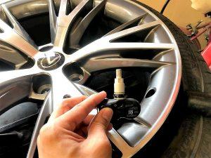 レクサスLC500タイヤ交換純正空気圧センサー取り外し