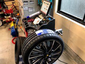 国産車トヨタポルテホイールバランス調整画像