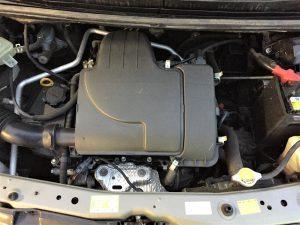 車検のパッソのエンジンルーム内画像