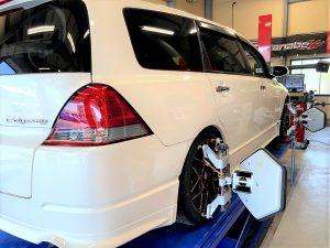 国産車ホンダ、オデッセイの4輪アライメント調整