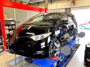 国産車トヨタエスティマの4論アライメント調整
